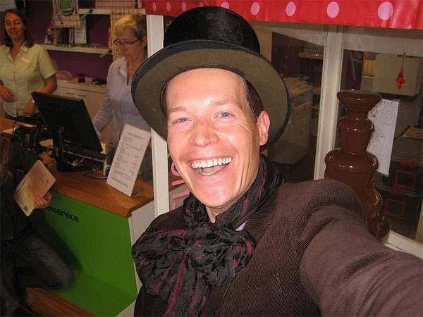 Willy Wonka, de bedrijfskleding van di Chocolo kan in stijl en kleur worden aangepast.