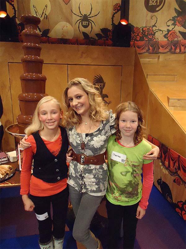 Priscilla Knetemann van de jeugdserie SpangaS was ook te gast bij de BZT-show en heeft na de uitzending ook van de fontein gesmuld.