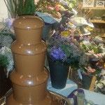 Tijdens de opening van de bloemenwinkel Flower Power werden klanten getrakteerd op een chocodip.