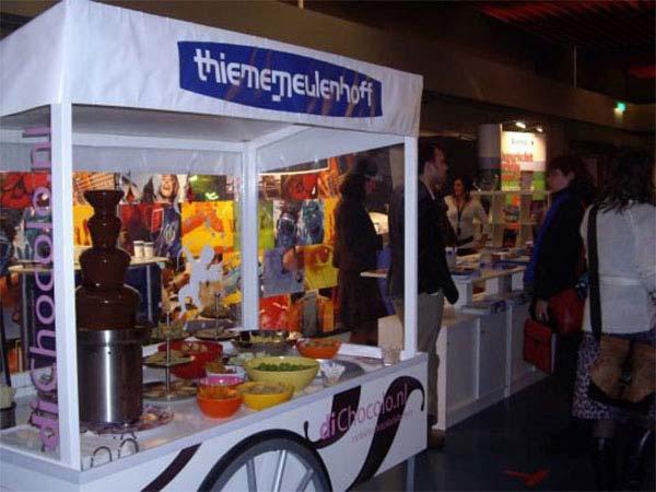 Tijdens een onderwijsbeurs in de Beatrixhal genoten bezoekers bij di Chocolo van heerlijke lekkernijen namens ThiemeMeulenhoff.